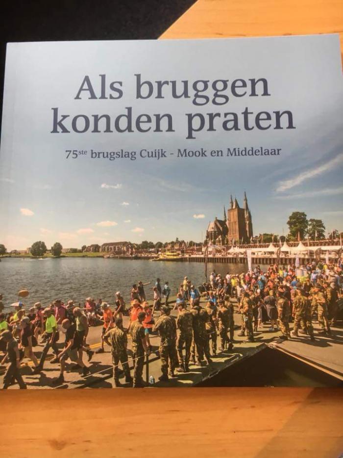 Jubileumboek 75 jaar pontonbrug tussen Cuijk en Middelaar